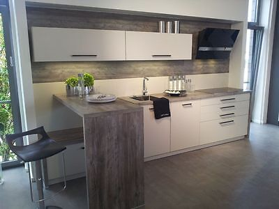 moderne wohnkche in kaschmir mit hochtisch und hochbackofen im abverkauf 2 - Moderne Wohnkche