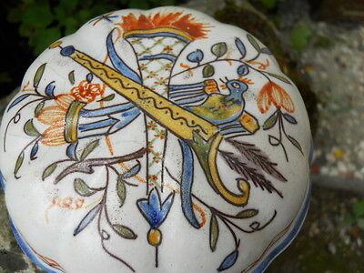 Ancienne bonbonnière décor Desvres , oiseau ,  carquois