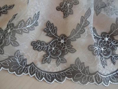 Nicht elastische bestickte Spitze,Spitzenborte in Flieder lila 19cm breit