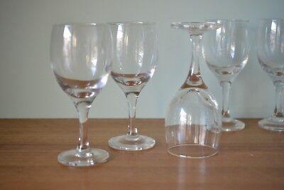 Vintage stemmed wine glasses x 8 No gt6