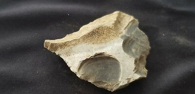 Stunning Neolithic flint tool found in England L70a
