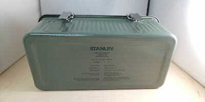 0.6 mm SPCD Steel,... 9.4 litre capacity Stanley Classic Lunch Box