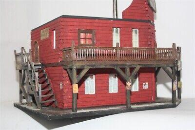 Saloon 2685 Fertigmodell in Composite Mischbauweise zu 7cm Sammelfiguren GMK