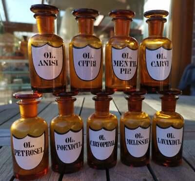 Apotheker - Ein Satz von 9 süßen Ölfläschchen mit aufgebranntem Wappen-Etikett 2