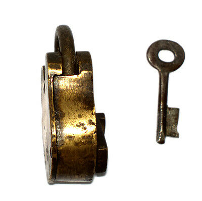 A Fantastic Vintage very Old genuine Brass made Padlock Lock + 1 Key from India 4