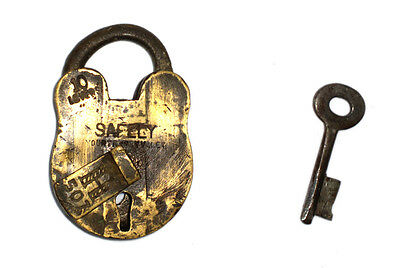A Fantastic Vintage very Old genuine Brass made Padlock Lock + 1 Key from India 2
