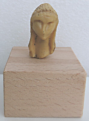 Copies of resin: Head of Venus from Brassempouy