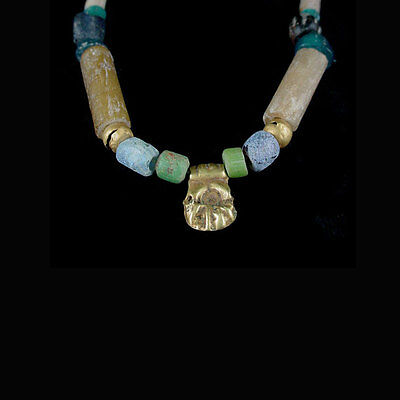 A Holyland glass and gold bead necklace. circa 2nd-4th century A.D. x8661 3
