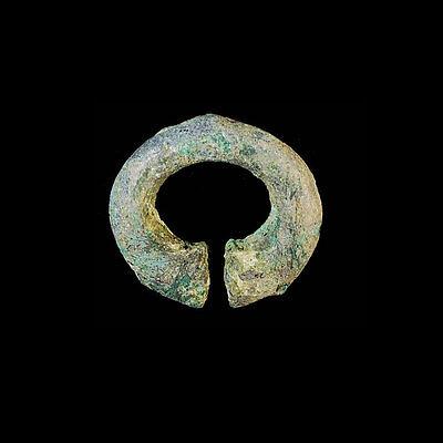 Khmer bronze earring. ab1