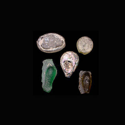 A group of 5 (five) early Islamic glass vessel stamps. 08537 2