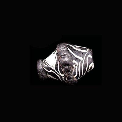 An early Islamic mosaic glass bead. Circa 13th-14th century A.D. 09763 3