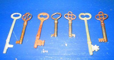 Lot of 7 skeleton antique church keys steampunk jewelery Clover Bow 4