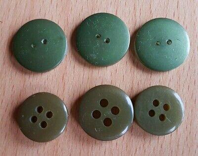 6 + 8 Knöpfe grün, Kunststoff, Durchmesser 2 cm bis 2,3 cm 2