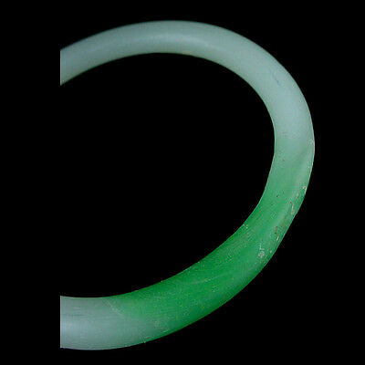 A Qing Dynasty green and white glass bracelet. Made to imitate jadeite. x9108 2
