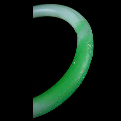 A Qing Dynasty green and white glass bracelet. Made to imitate jadeite. x9113 2