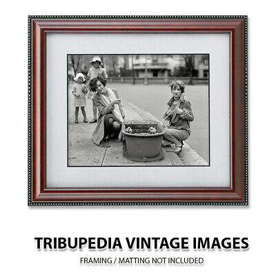 Vintage 1920s 8x10 Photo TWO BEAUTIFUL YOUNG FLAPPER Girls Playing w/ Baby Ducks 2