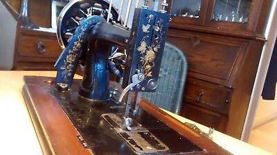 Antike Kurbel Nähmaschine 5