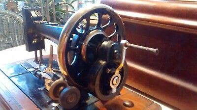 Antike Kurbel Nähmaschine 3