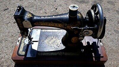 Antique Singer 28 Hand Crank Sewing Machine - Excellent Condition. 2