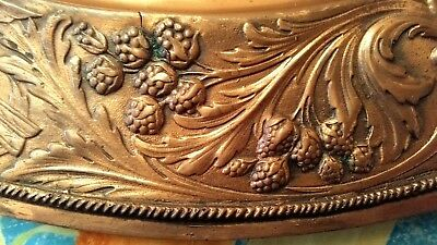 Antiguo Cuadro Rústico De Cobre Repujado Con Bonita Escena Romántica 7