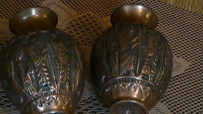 PAIR ANTIQUE 18c ISLAMIC PERSIAN COPPER ENGRAVED RELIEF VASES W/ A SEATED RULER 8