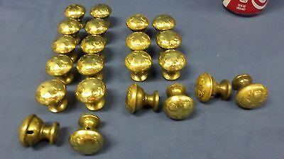 "938M Vtg Set 22 Brass Top Knobs/Pulls/Handles Sweet Heart Pattern 1 3/8"" Diam 5"