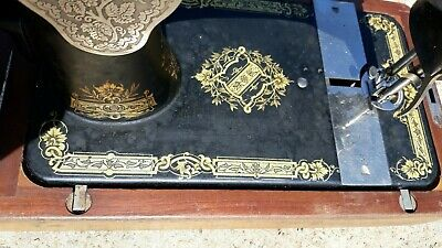 Antique Singer 28 Hand Crank Sewing Machine - Excellent Condition. 6