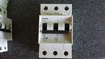 SIEMENS 5SX43 B16 16 AMP 10KA TRIPLE POLE MCB CIRCUIT BREAKER.