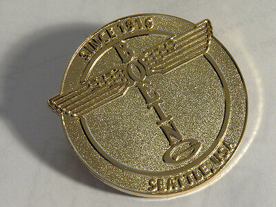 Pin BOEING LOGO heavy massive large round badge emblem Pin Gold for Pilots Crew