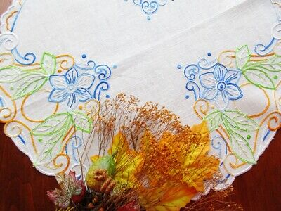 """Vintage Arts & Crafts Style Embroidered Natural Linen Tablecloth 22"""" Flowers 4"""