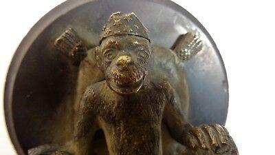 Antigua Escultura que Representa un Pequeño Mono Caricatura Bronce 9