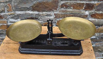 Antike Waage - Gusseisen-Korpus und Messing-Schalen 2 • EUR 179,00