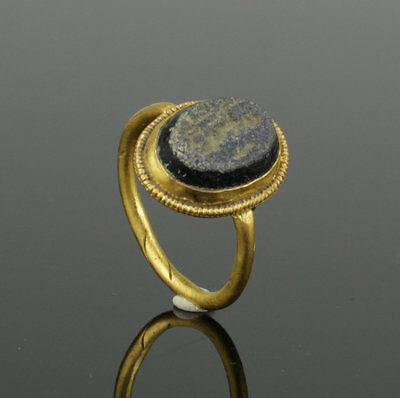 Ancient Roman Gold Intaglio Ring With Gladiator And Shield 2Nd Ad 2