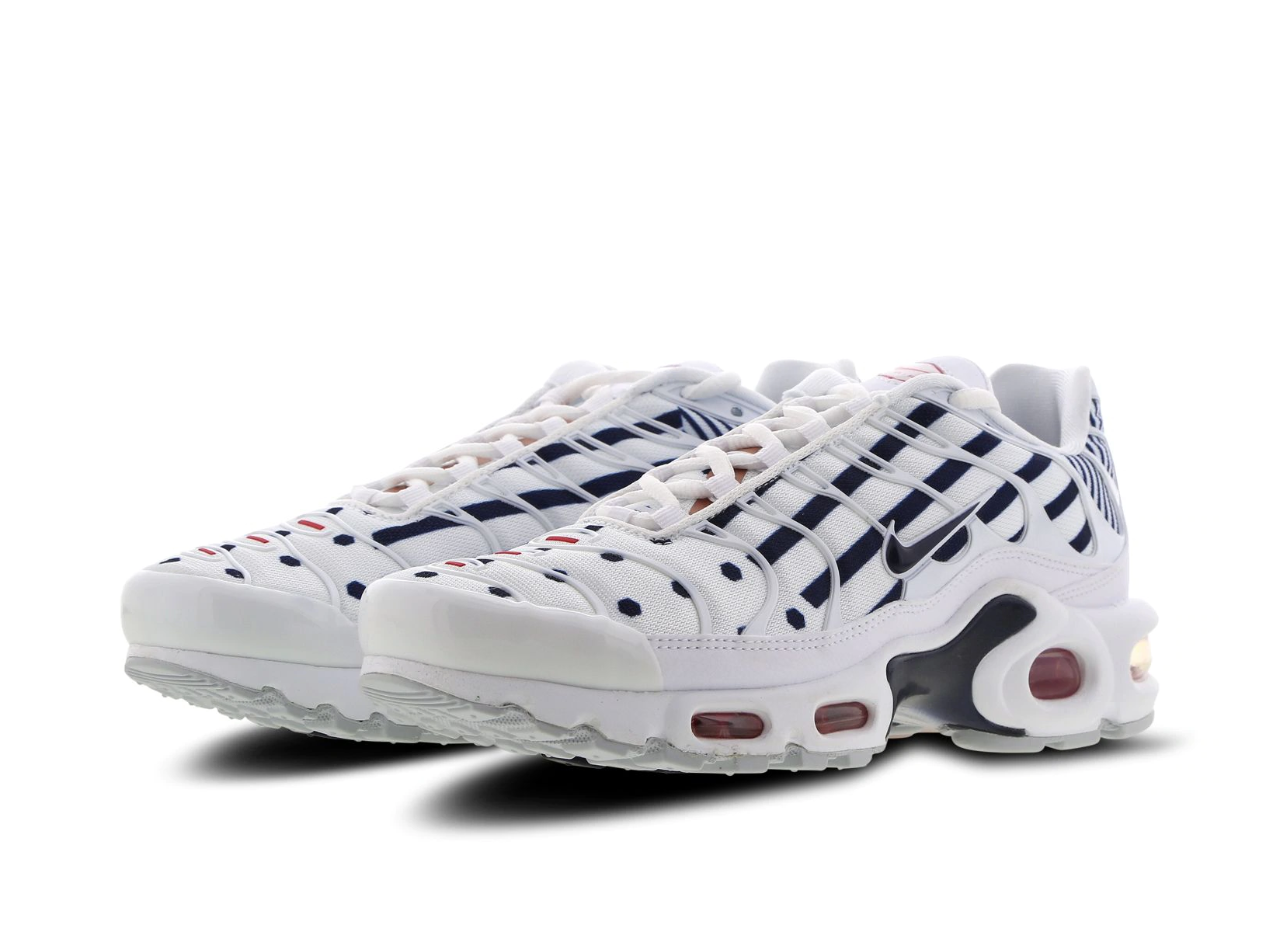 Air Max Nike Tn RequinNike Tuned Chaussures Pas Cher Pour Femme NoirArgent 1507080653 Officiel Nike Site! Chaussures Tn Distributeur France.