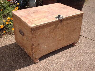 Antique  Rustic  Chest / Bedding  Box 4