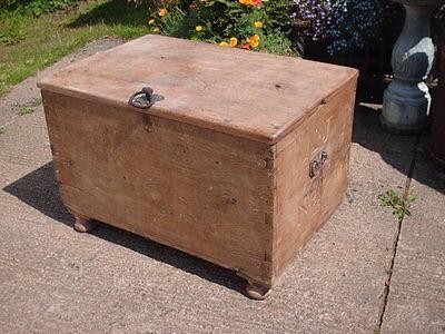Antique  Rustic  Chest / Bedding  Box 3
