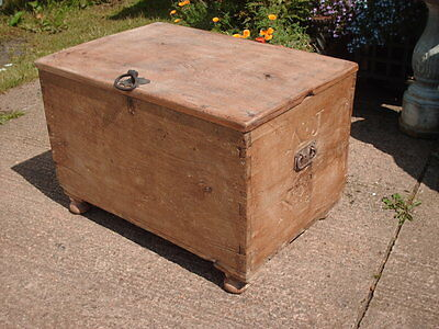 Antique  Rustic  Chest / Bedding  Box 2