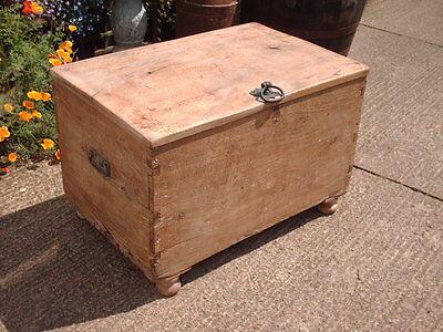 Antique  Rustic  Chest / Bedding  Box 5