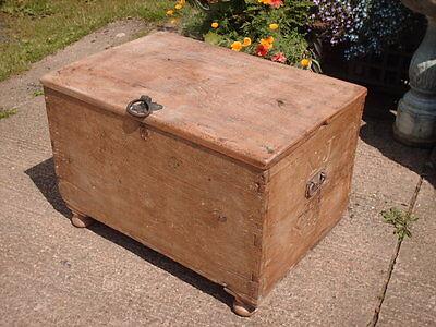 Antique  Rustic  Chest / Bedding  Box 6