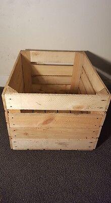 Light Natural Vintage Wooden Apple Fruit Crate Rustic Old Bushel Box Hamper. 3