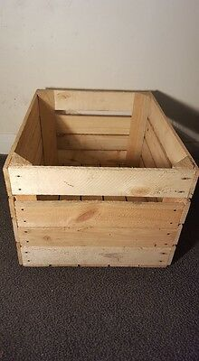 Light Natural Vintage Wooden Apple Fruit Crate Rustic Old Bushel Box Hamper. 7
