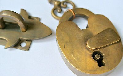 box & padlock catch hasp latch vintage style house BOX antiques DOOR Key B 2