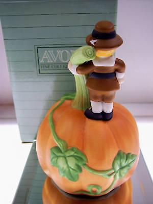 Avon PORCELAIN BELL 90 Giving Thanks - PILGRIM  NIB * FREE SHIP