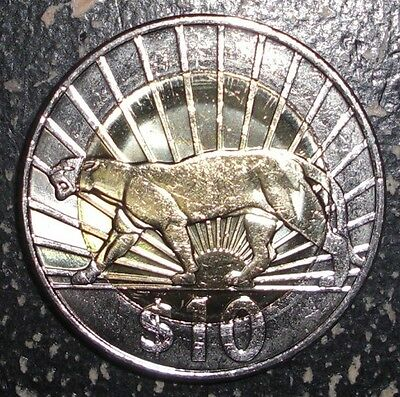2011 Uruguay 10 pesos Puma cat animal bi-metal coin
