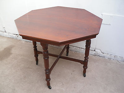 A Lovely Edwardian Red Walnut Octagonal Dining Table / Occasional Table