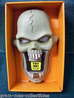 ANIMATED DOORBELL SKULL LIGHT UP&HEAD POPS OUT OF MOUTH