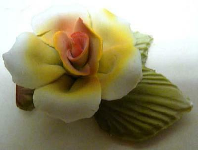 CAPODIMONTE-YELLOW ROSE W/GREEN LEAVES-MADE IN ITALY