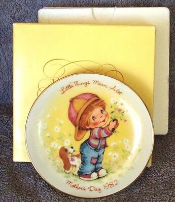 MOTHER'S DAY Plate Little Things Mean A Lot AVON 1982, Boy, Puppy & Flowers NEW
