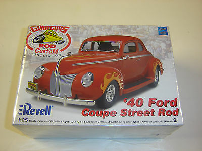 Revell '40 Ford Coupe Street Rod New Release 1/25 85-2894