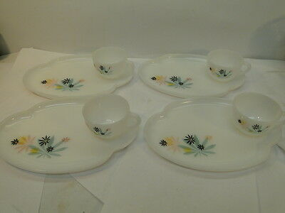 VINTAGE 1950s FEDERAL GLASS SNACK SETS ATOMIC FLOWER PATTERN LOT 4 SETTINGS